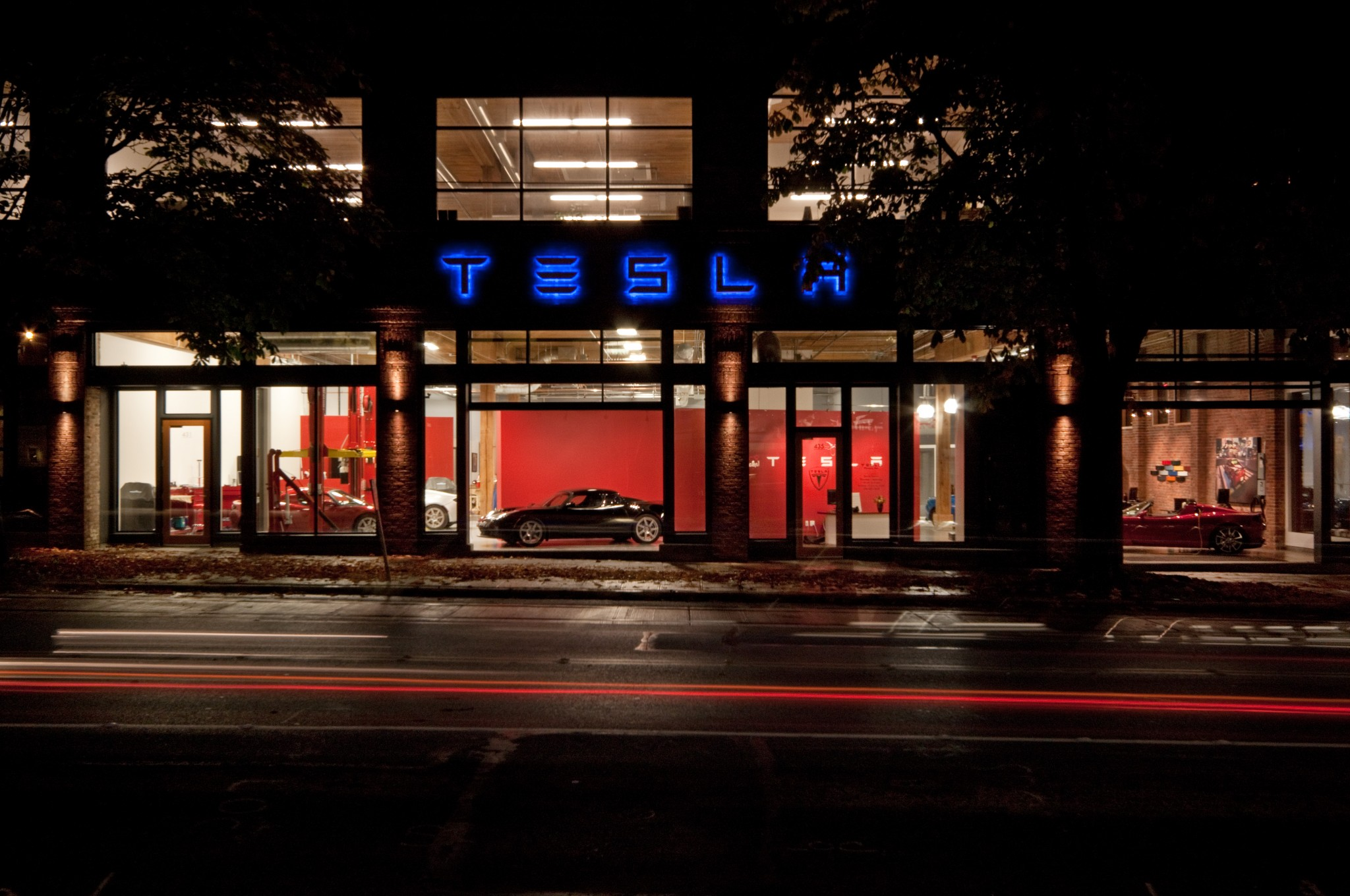 Tesla Showroom - Exterior 3