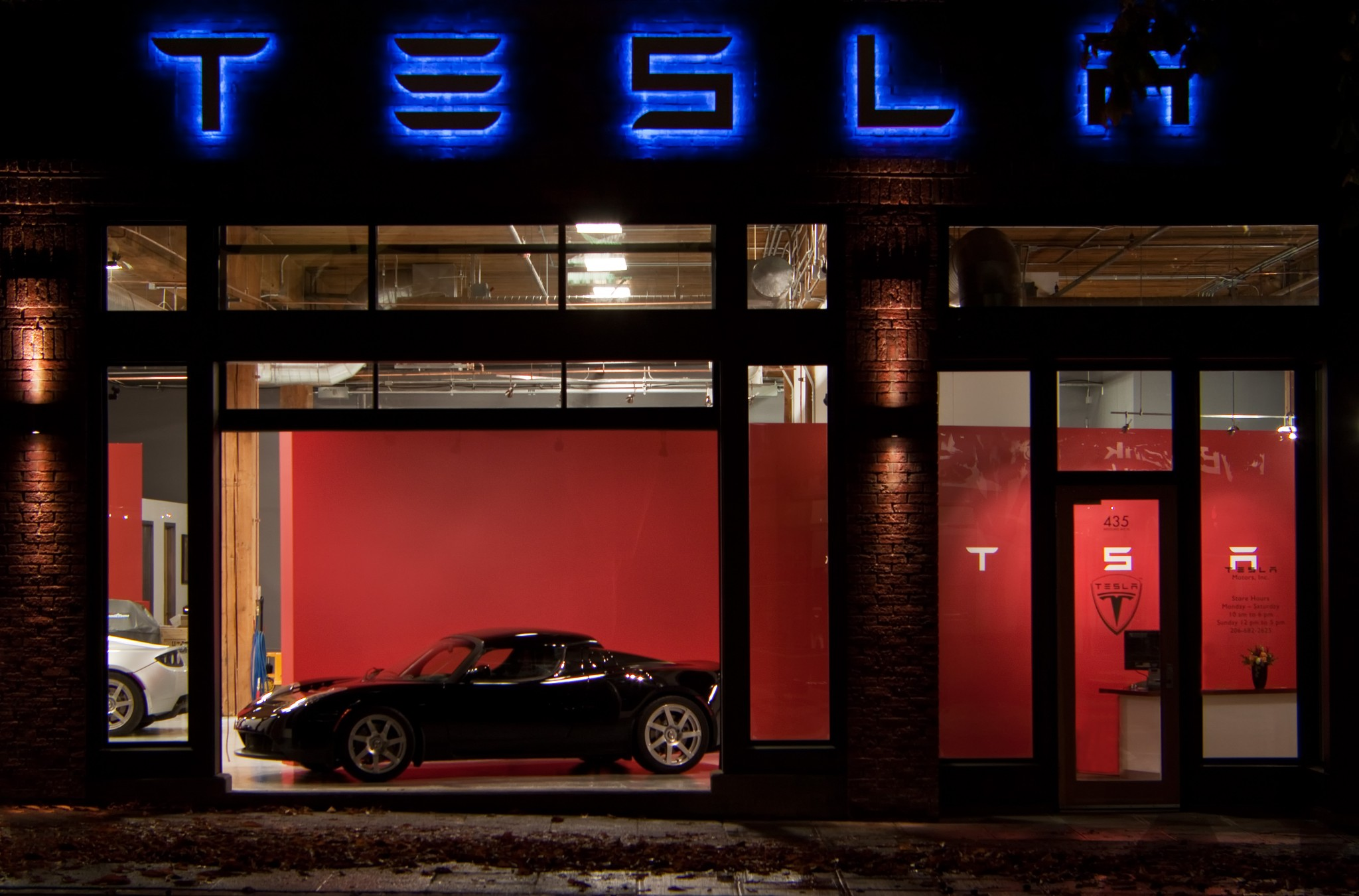 Tesla Showroom - Exterior 1